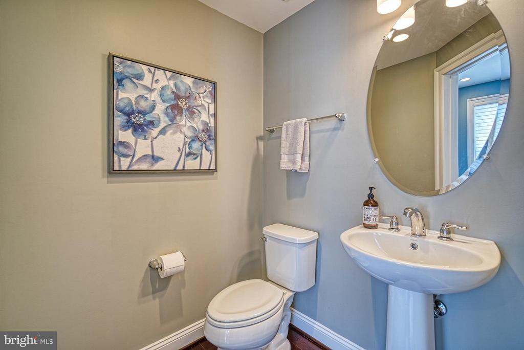 Convenient half bath - 825 N WAKEFIELD ST, ARLINGTON