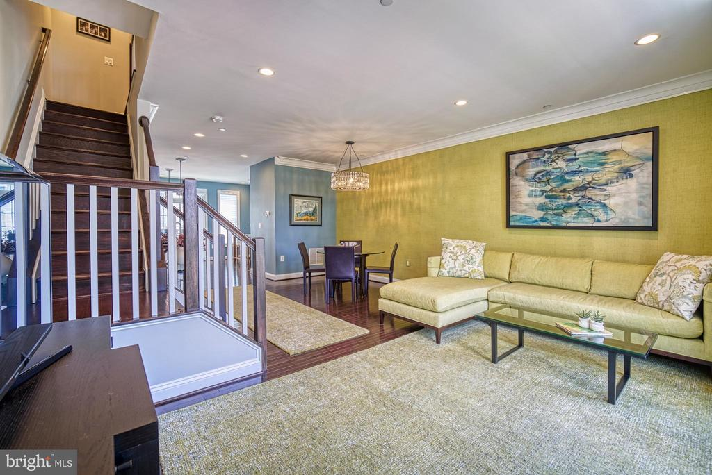 Comfortable for entertaining - 825 N WAKEFIELD ST, ARLINGTON