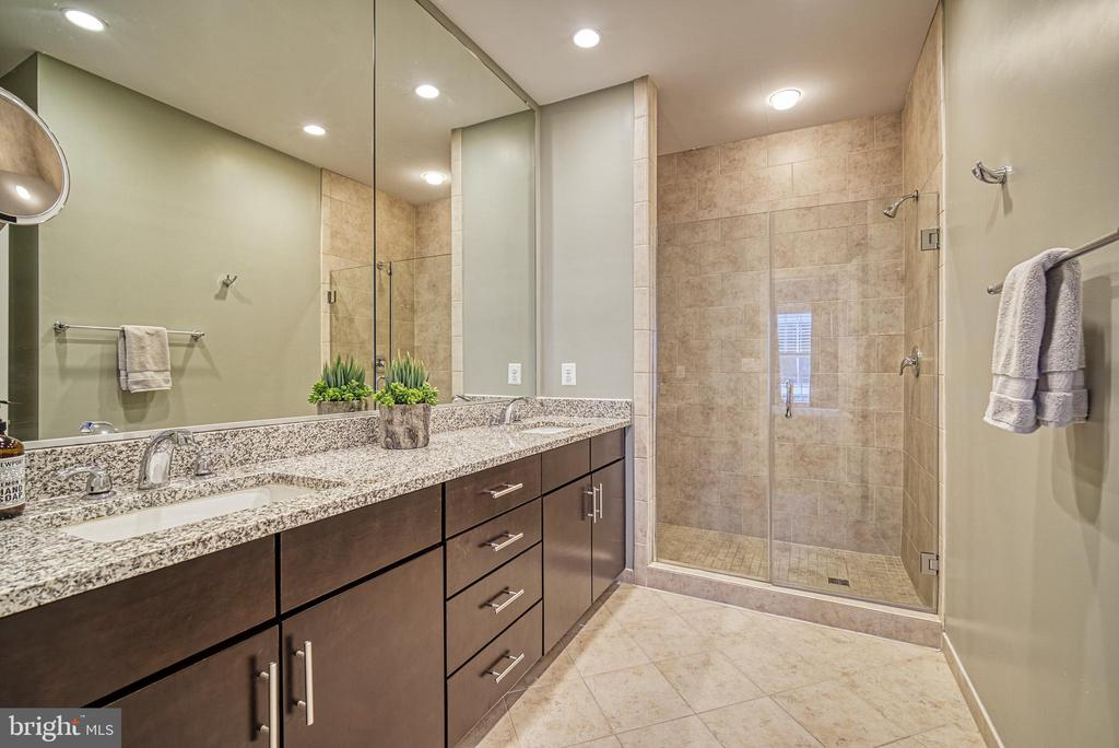 Generous bathroom storage and large shower - 825 N WAKEFIELD ST, ARLINGTON