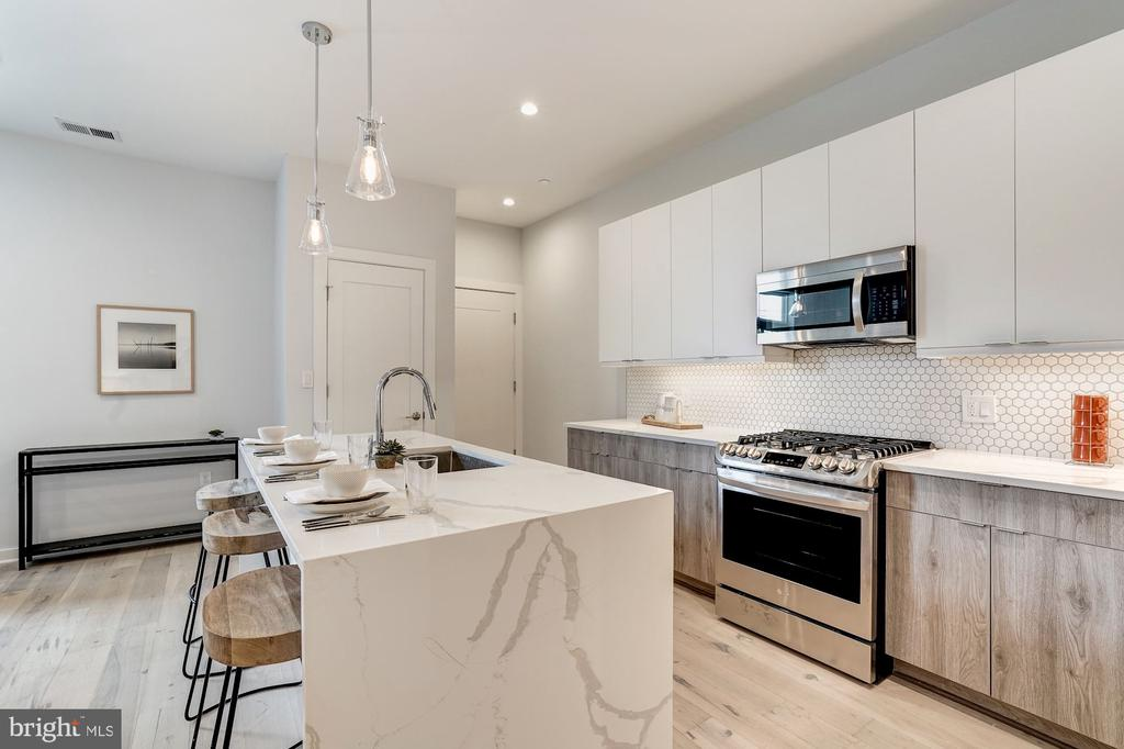 Calacatta quartz counters - 1507 RHODE ISLAND AVE NE #7, WASHINGTON
