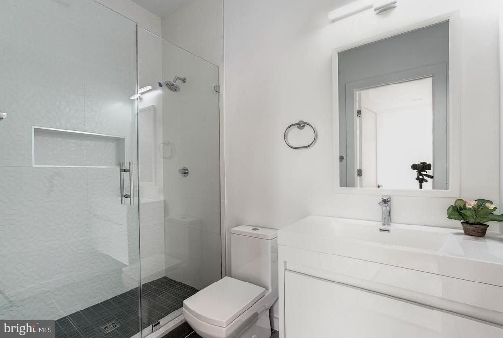 Master bathroom - 1507 RHODE ISLAND AVE NE #7, WASHINGTON