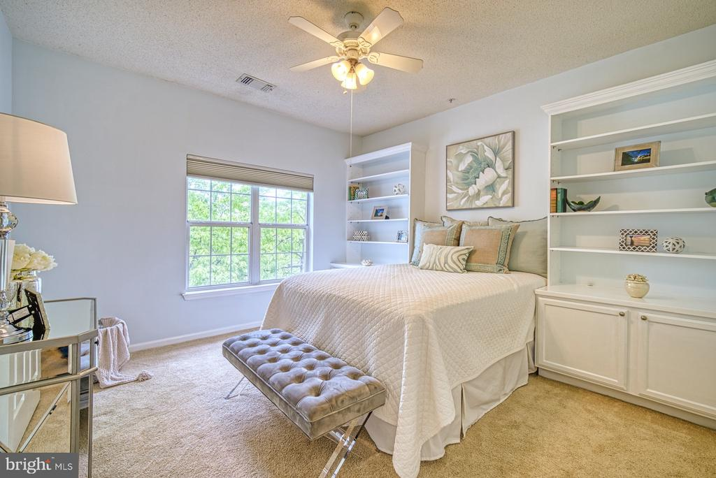 Master Bedroom with built ins - 1720 LAKE SHORE CREST DR #34, RESTON