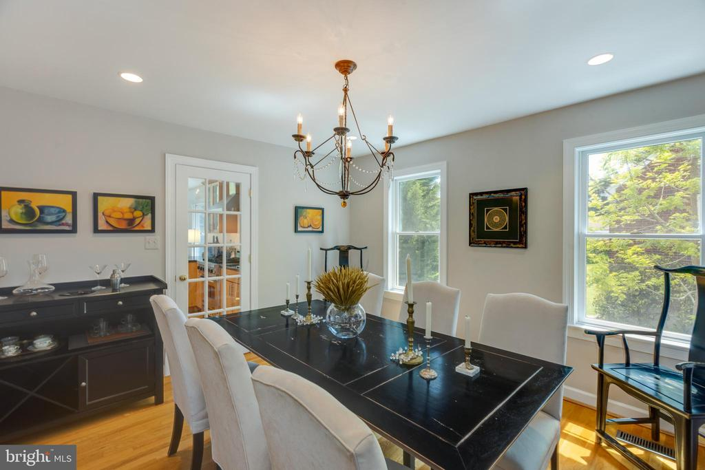 Light and bright dining room - 6234 22ND RD N, ARLINGTON