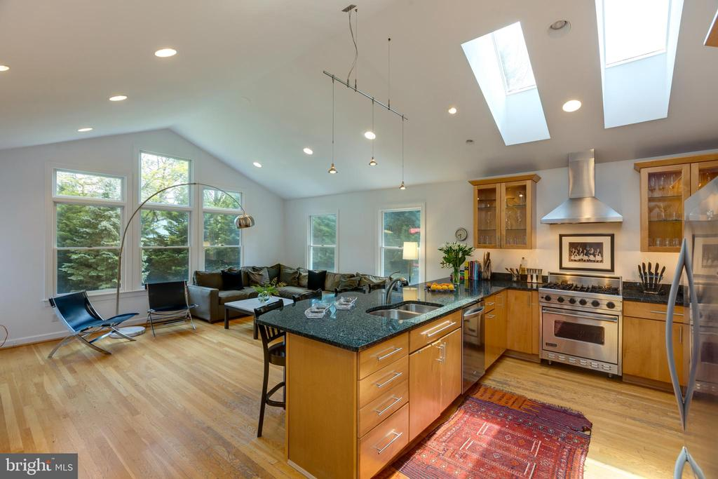 Kitchen/fam room has Vaulted ceiling and skylights - 6234 22ND RD N, ARLINGTON