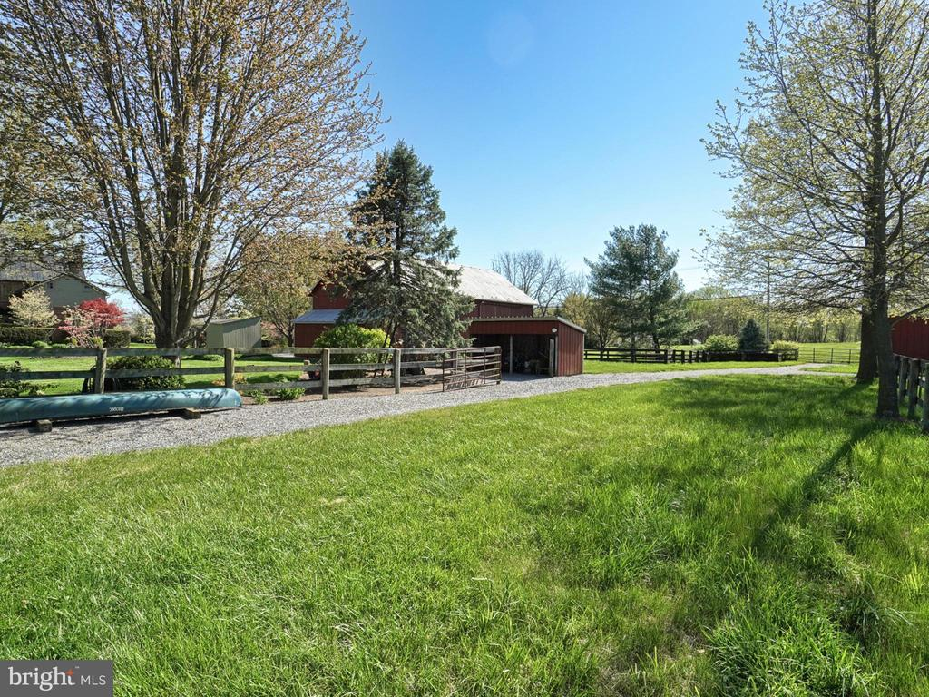 Service  access to barn, riding ring, paddocks and - 4105 WESTON DR, KNOXVILLE