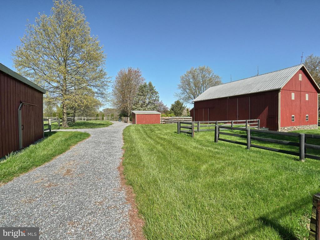 Bank Barn w/ Entertainment Space & Sauna - 4105 WESTON DR, KNOXVILLE