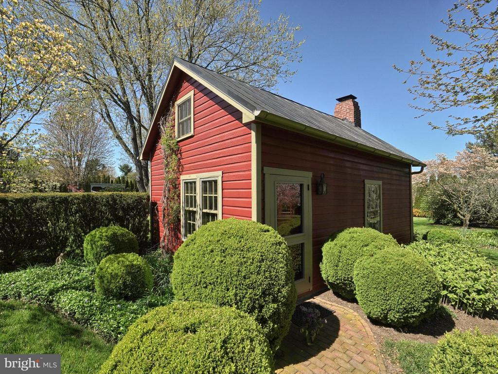 Detached Summer Kitchen/Guest cottage - 4105 WESTON DR, KNOXVILLE