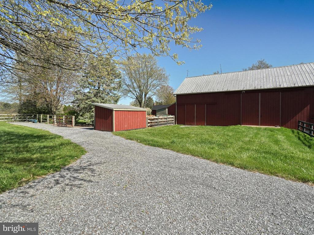 Barn entrance and access - 4105 WESTON DR, KNOXVILLE