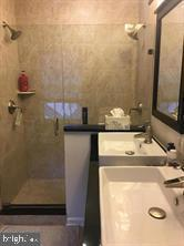 Master bath - 824 N WAKEFIELD ST, ARLINGTON