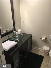 Powder room - 824 N WAKEFIELD ST, ARLINGTON