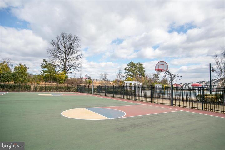 Basketball courts. - 214 WOODSTREAM BLVD, STAFFORD