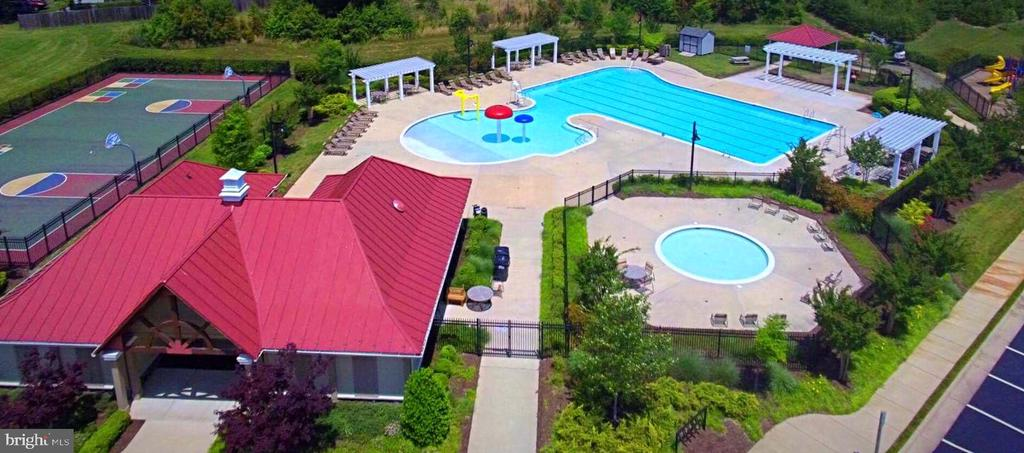 Community pool, club house and BB courts. - 214 WOODSTREAM BLVD, STAFFORD