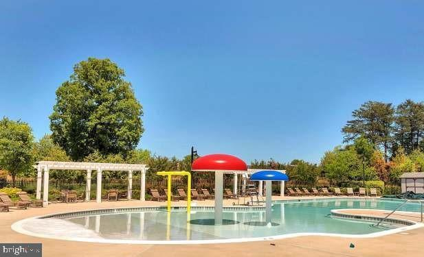 Wading pool for the little ones. - 214 WOODSTREAM BLVD, STAFFORD