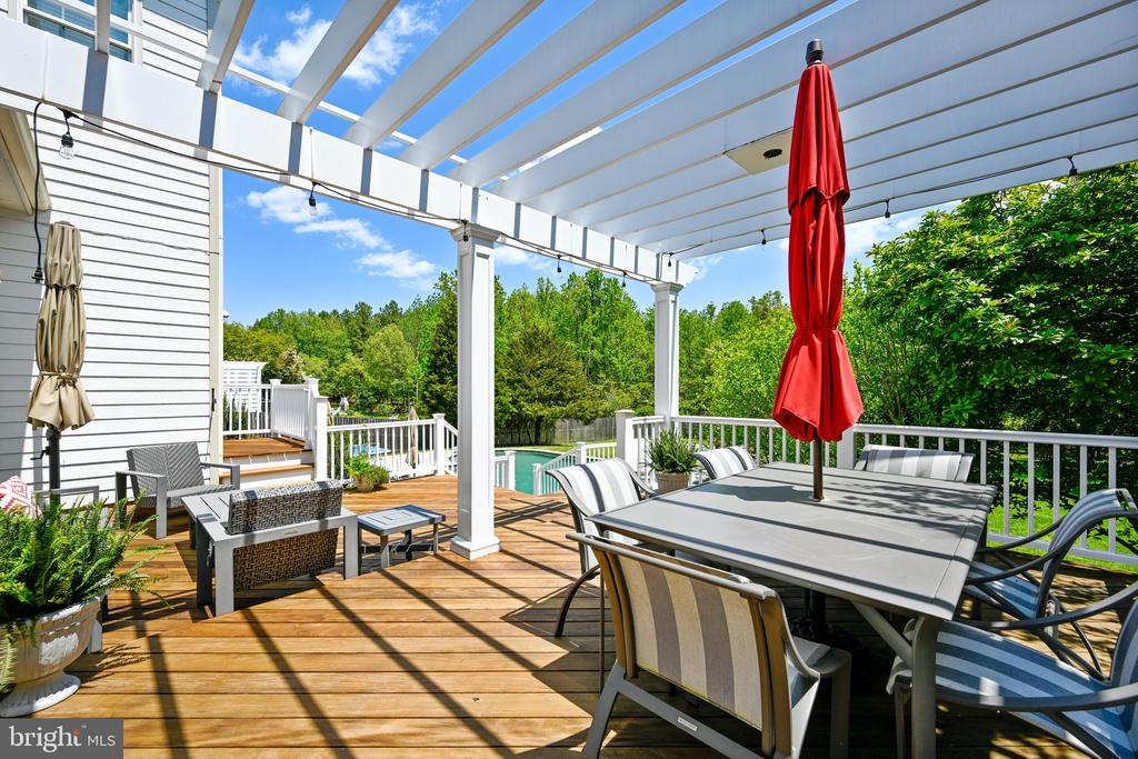 Ipe deck with pergola for outdoor dining - 3417 HIDDEN RIVER VIEW RD, ANNAPOLIS