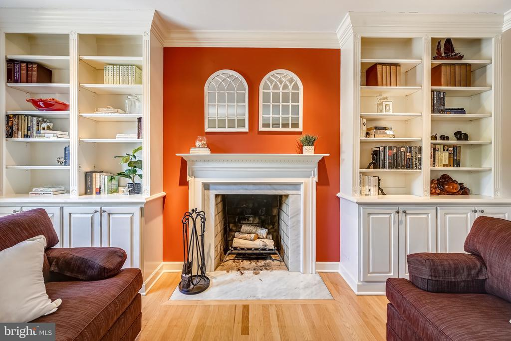 Wood burning fireplace - 3417 HIDDEN RIVER VIEW RD, ANNAPOLIS