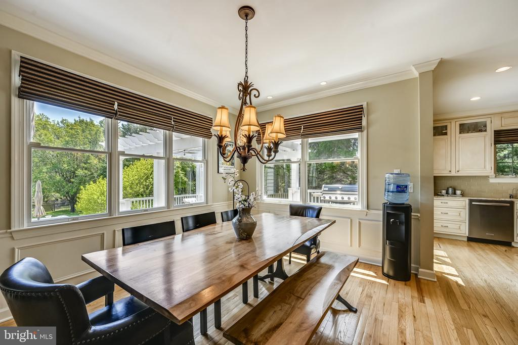 Casual dining by kitchen, overlooking deck - 3417 HIDDEN RIVER VIEW RD, ANNAPOLIS