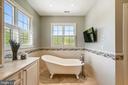 Perfect soaking tub, TV conveys - 3417 HIDDEN RIVER VIEW RD, ANNAPOLIS
