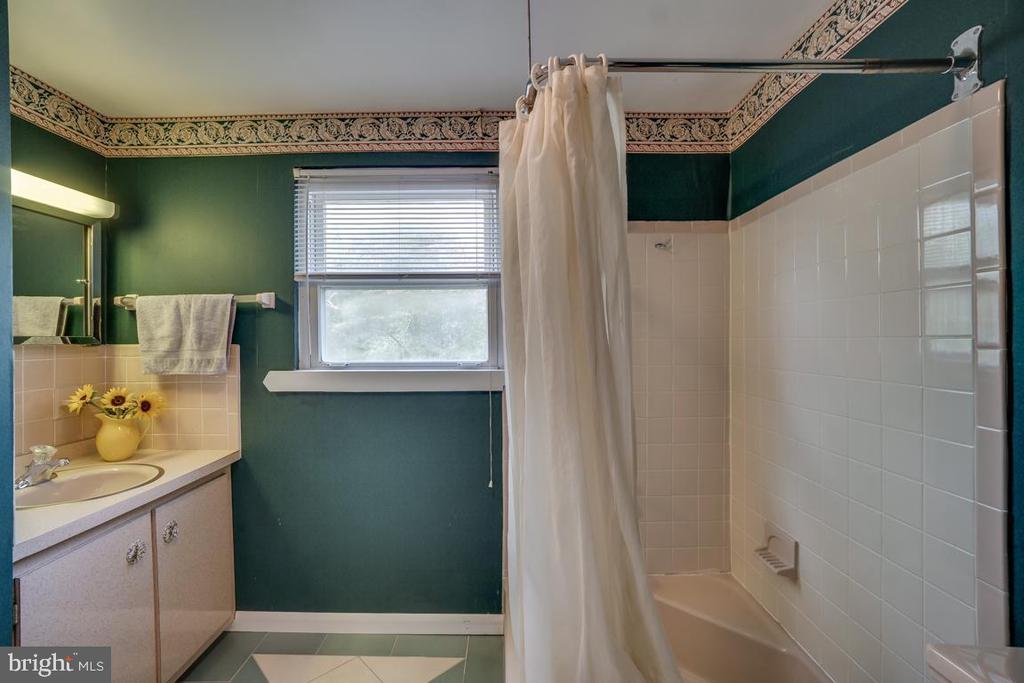 Upper level bathroom: large tub and vanity - 5824 BRADLEY BLVD, BETHESDA