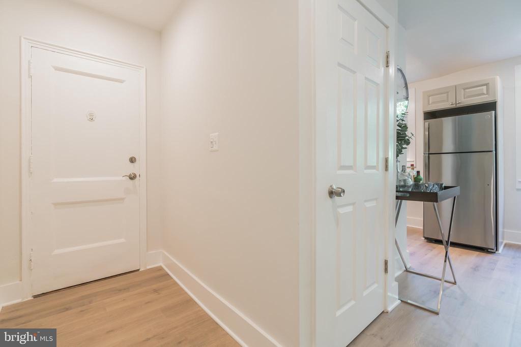 Entrance - 4004 BEECHER ST NW #201, WASHINGTON