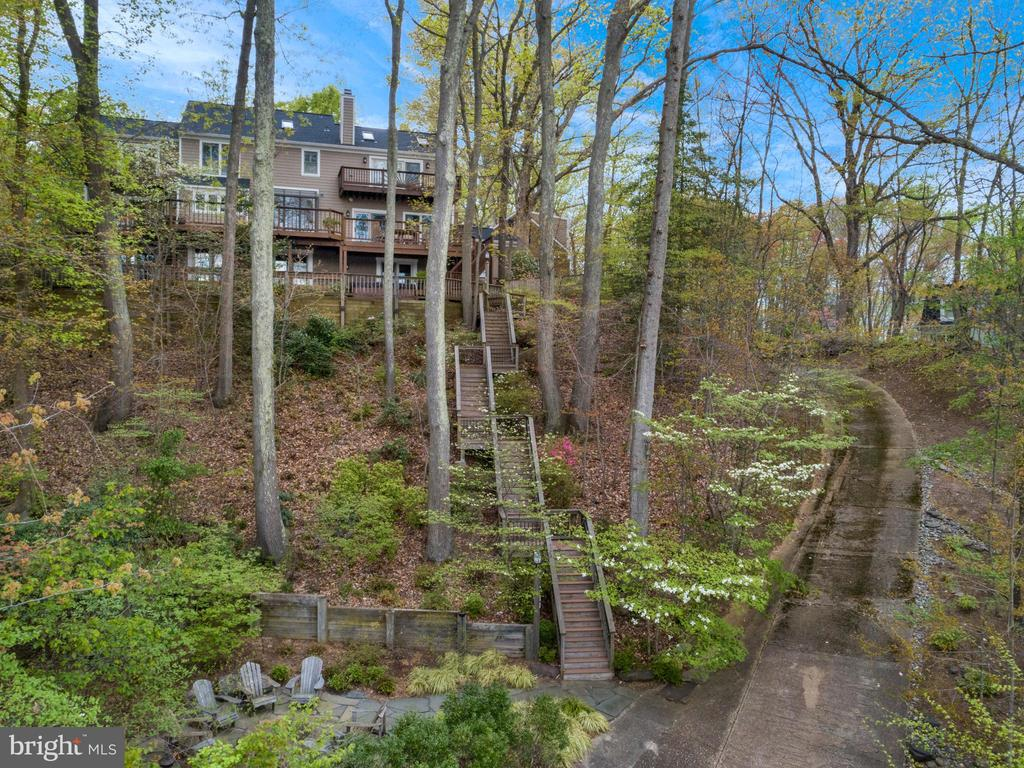 Your own personal driveway to water's edge - 236 MOUNTAIN LAUREL LN, ANNAPOLIS