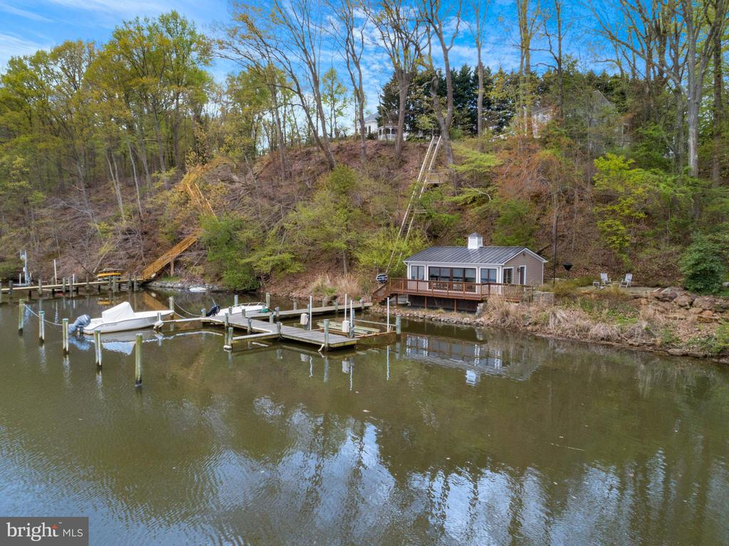 Deep water in protected cove w/ boathouse - 236 MOUNTAIN LAUREL LN, ANNAPOLIS