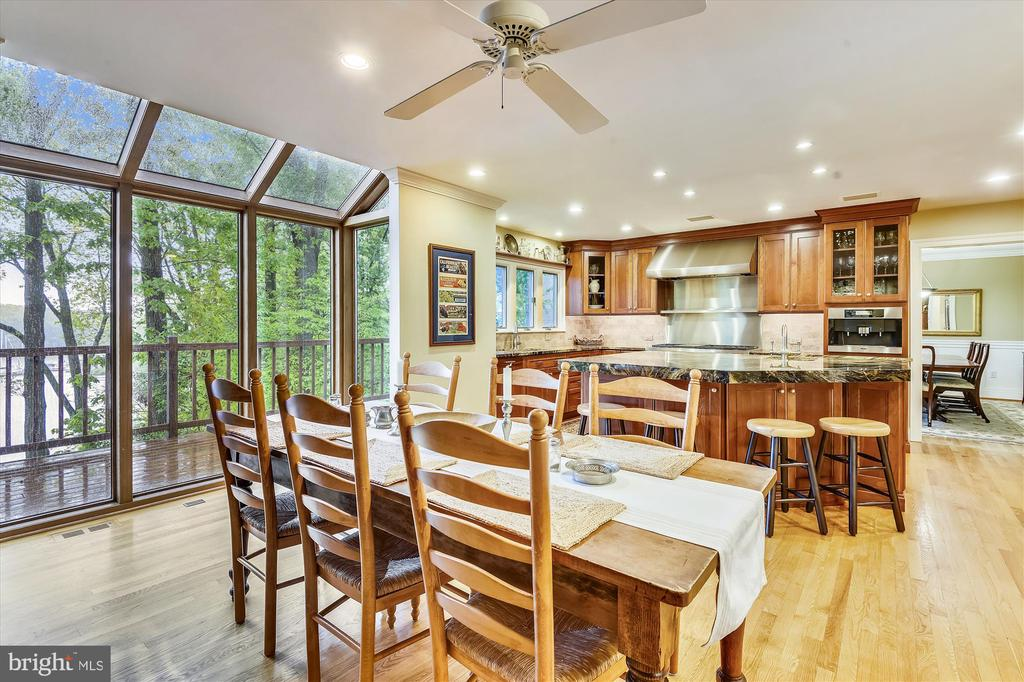 Large casual dining area adjacent to kitchen - 236 MOUNTAIN LAUREL LN, ANNAPOLIS