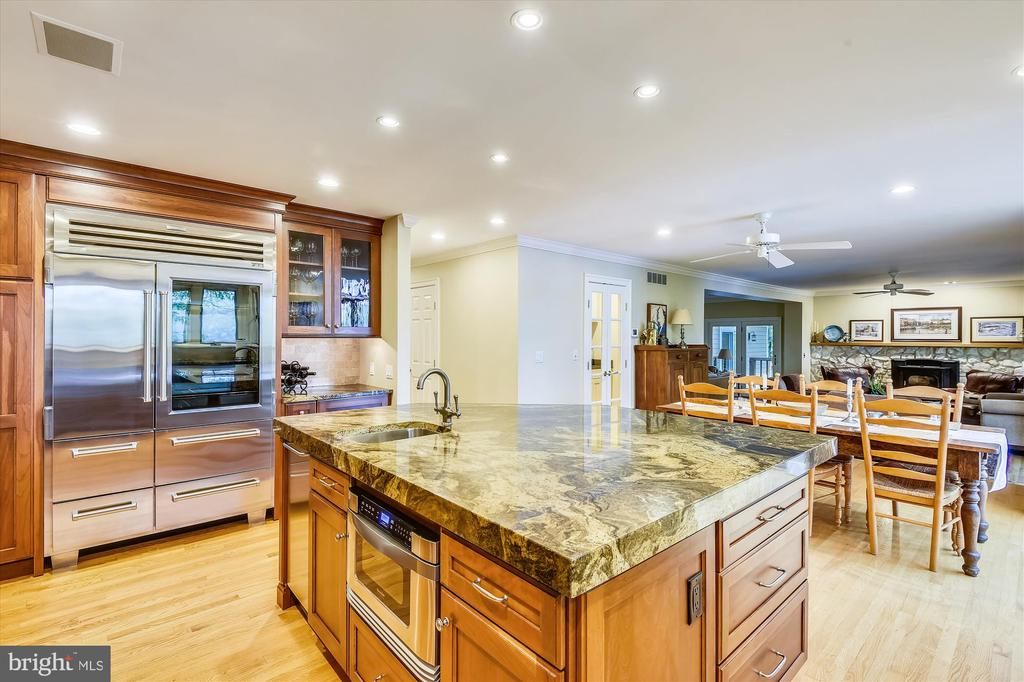Pantry cabinet, beverage station & more! - 236 MOUNTAIN LAUREL LN, ANNAPOLIS
