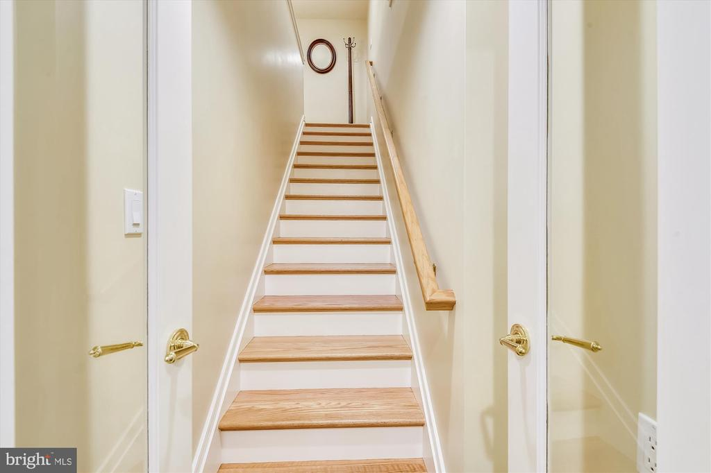 Oak stairs lead to suite - 236 MOUNTAIN LAUREL LN, ANNAPOLIS