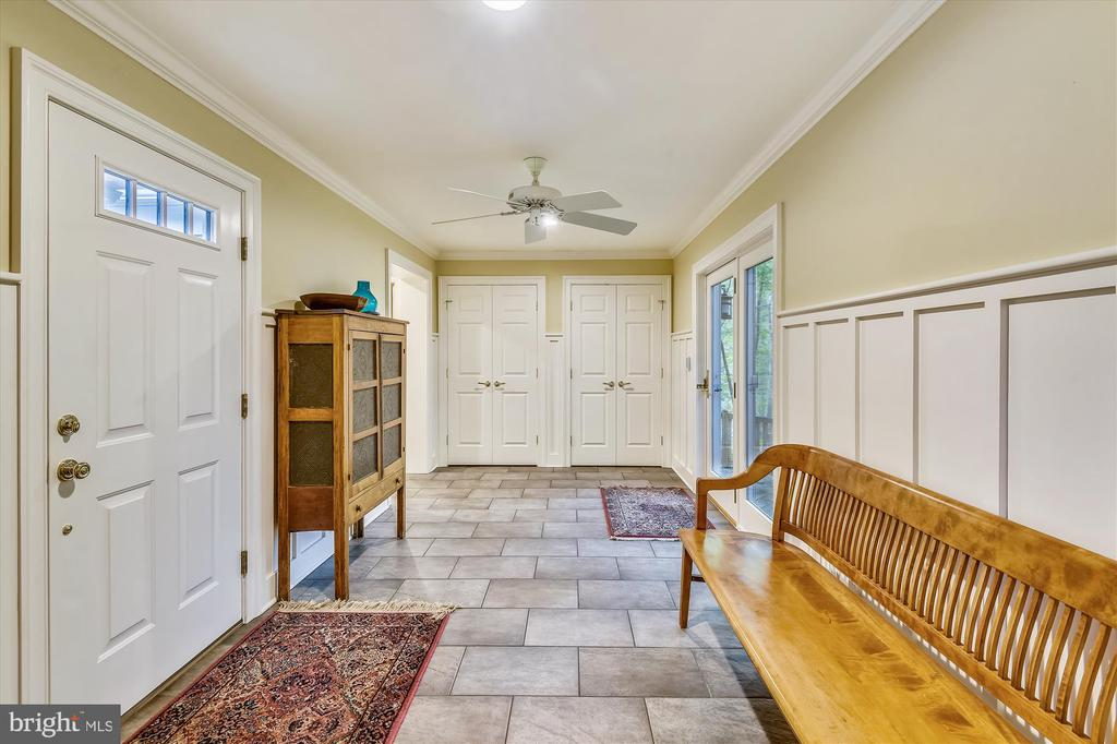 Mud room w/ access to garage, driveway & back yard - 236 MOUNTAIN LAUREL LN, ANNAPOLIS