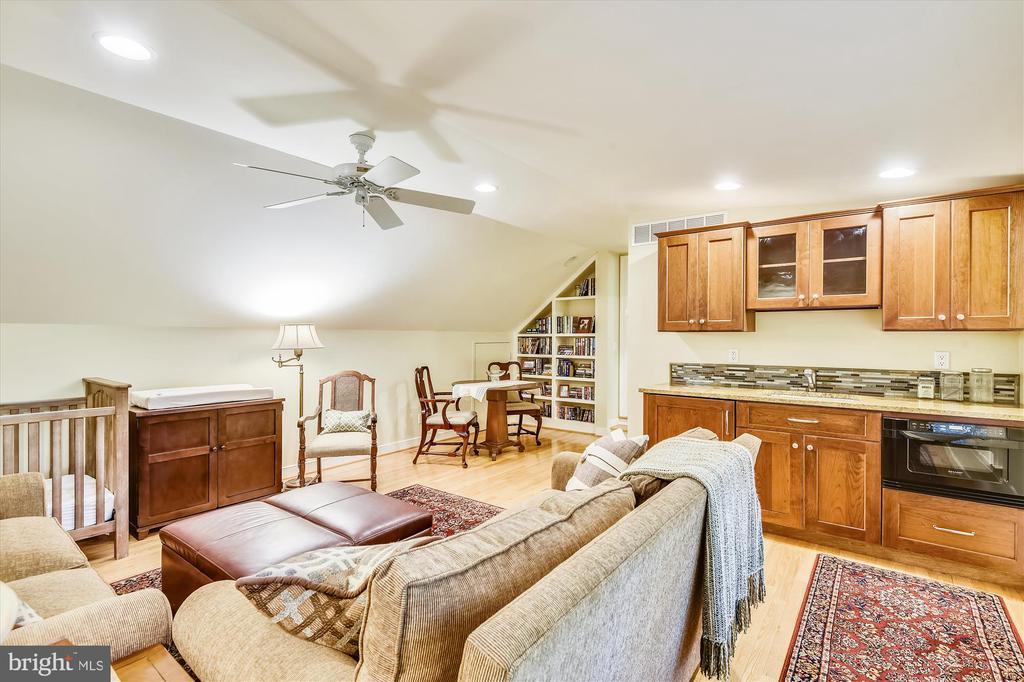 Au Pair suite, w/ kitchenette, storage, built-ins - 236 MOUNTAIN LAUREL LN, ANNAPOLIS