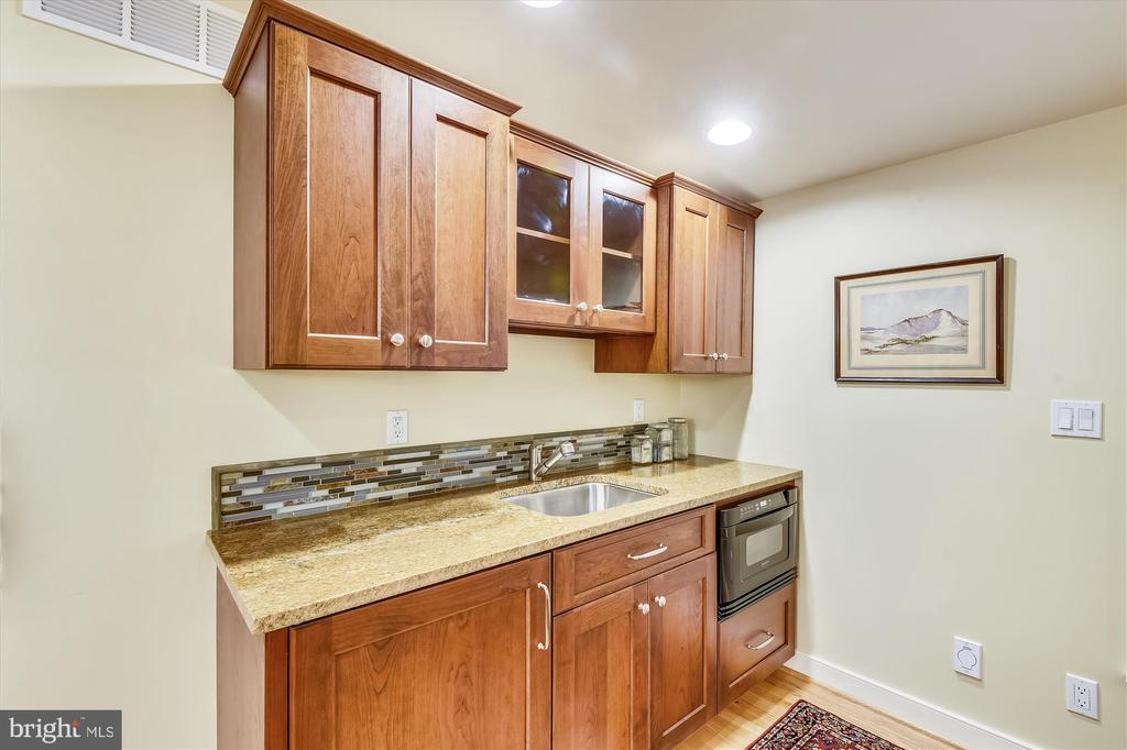 Cherry cabinets, granite ctr, dw, microwave, sink - 236 MOUNTAIN LAUREL LN, ANNAPOLIS