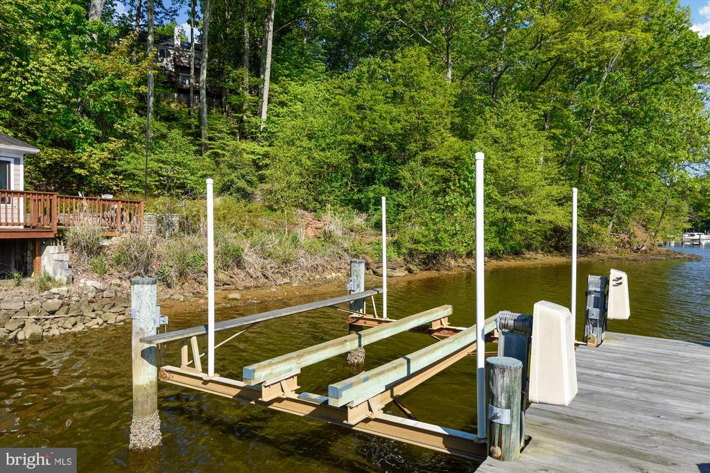 10,000 lb lift, water & electric to pier - 236 MOUNTAIN LAUREL LN, ANNAPOLIS