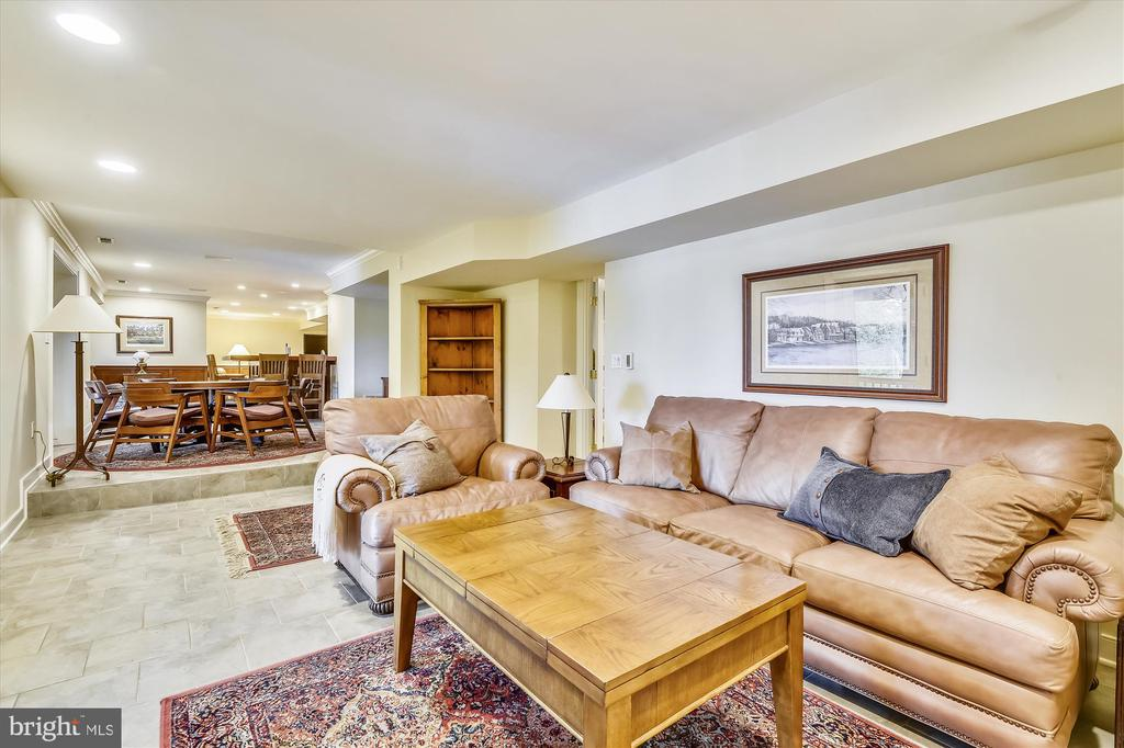 Overlooks the lower deck & waterfront. - 236 MOUNTAIN LAUREL LN, ANNAPOLIS