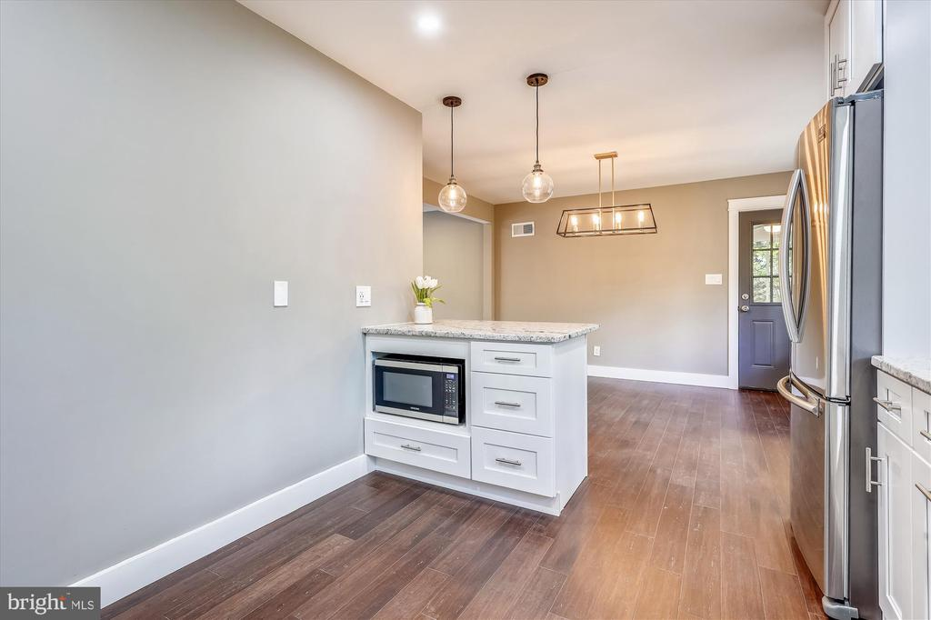 Custom Lighting throughout home - 1128 CRESTHAVEN DR, SILVER SPRING