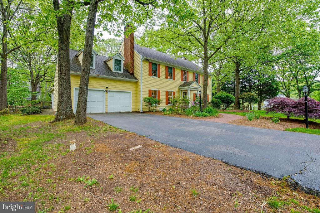 Large 2 Car Garage with Plenty of Driveway Parking - 344 DUBOIS RD, ANNAPOLIS