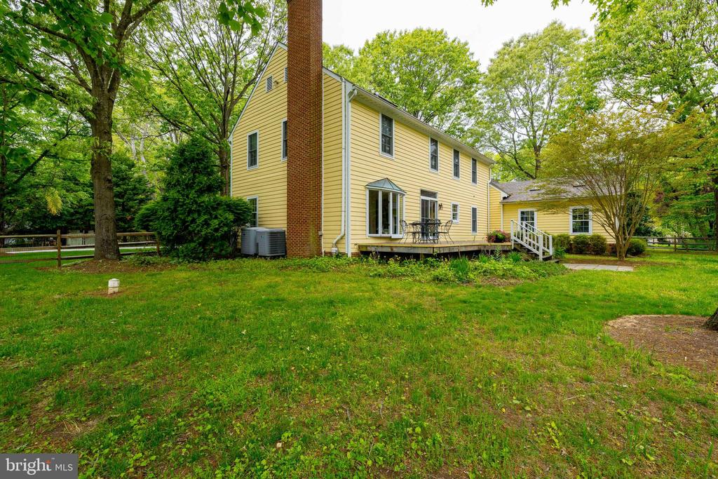View of the Side and Back Yard - 344 DUBOIS RD, ANNAPOLIS
