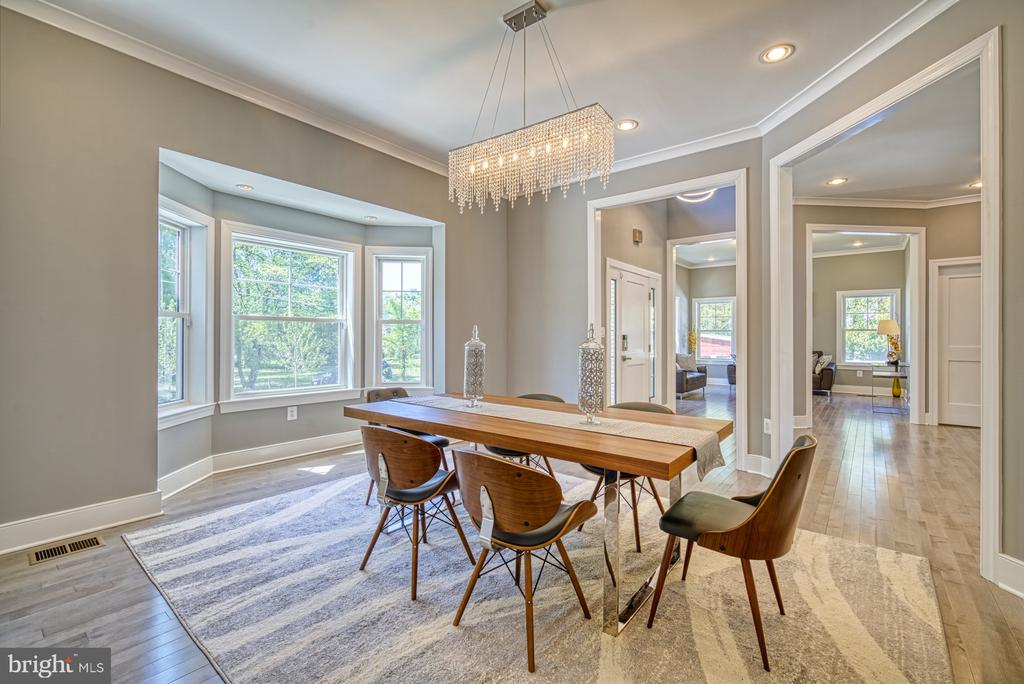Dining Room - Love theChandelier - 1349 GORDON LN, MCLEAN