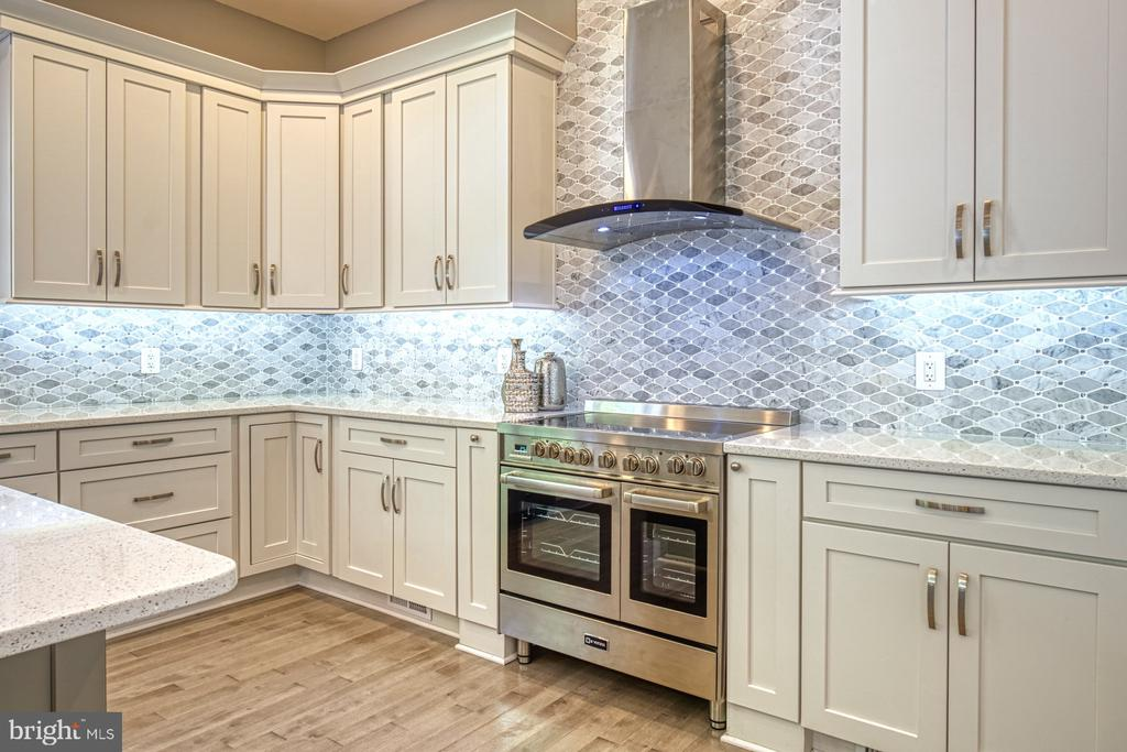 Gourmet Kitchen - Double  Oven - 1349 GORDON LN, MCLEAN