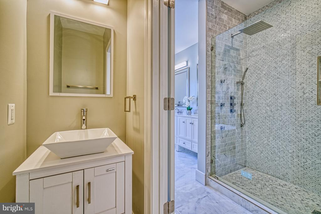 Master Bath - 1349 GORDON LN, MCLEAN