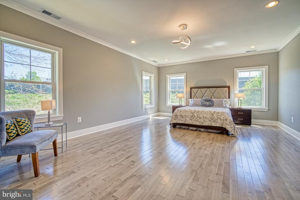 Upper Level 2nd Master Bedroom - 1349 GORDON LN, MCLEAN
