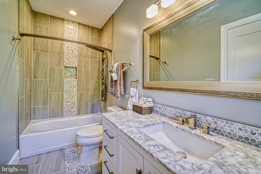 3rd En Suite Full Bathroom - 1349 GORDON LN, MCLEAN