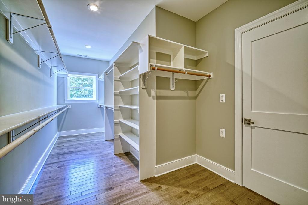 Custom Master His & Her Closets - 1349 GORDON LN, MCLEAN