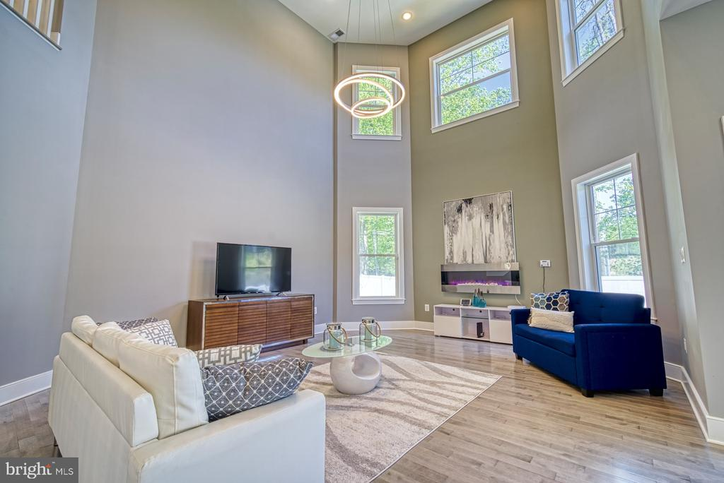 Light Filled Two Story Family Room - 1349 GORDON LN, MCLEAN