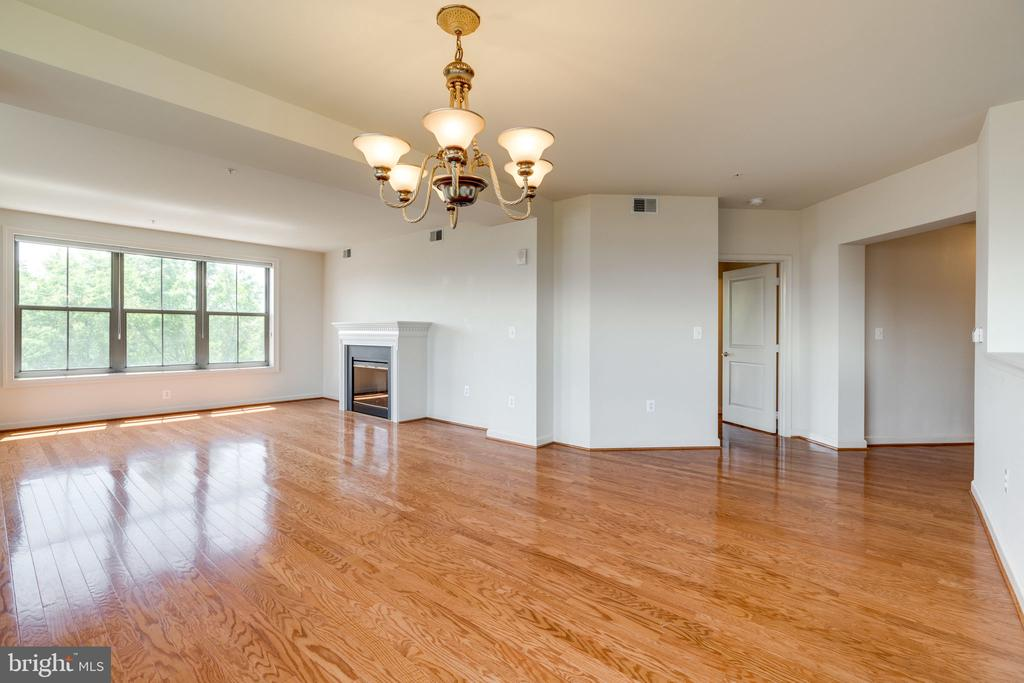 View from Dining Room to Living Room - 485 HARBOR SIDE ST #407, WOODBRIDGE