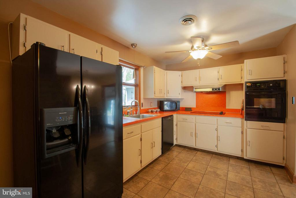 efficient ktichen with wall oven  & cooktop - 449 POPLAR LN, ANNAPOLIS