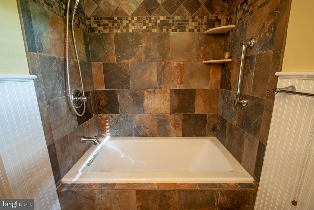 upgraded full bath - 449 POPLAR LN, ANNAPOLIS