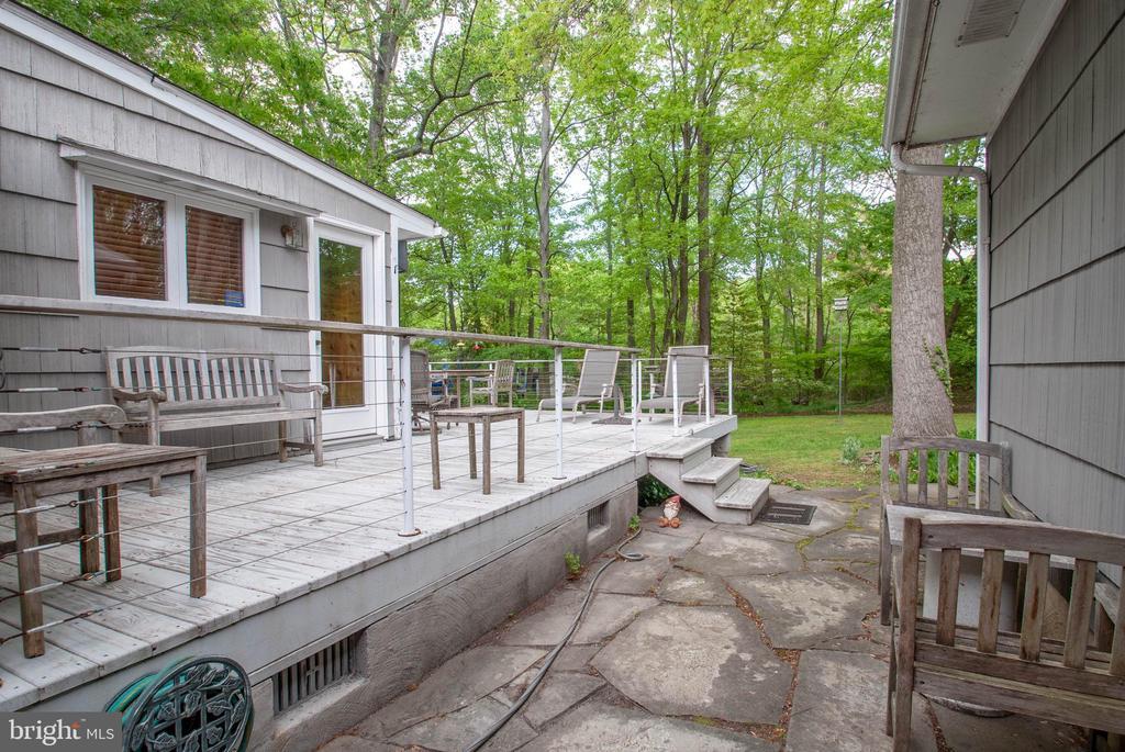 wraparound deck and patio - 449 POPLAR LN, ANNAPOLIS