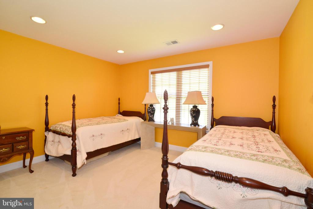 Upper  level bedroom - 6507 BOX ELDER LOOP, GAINESVILLE