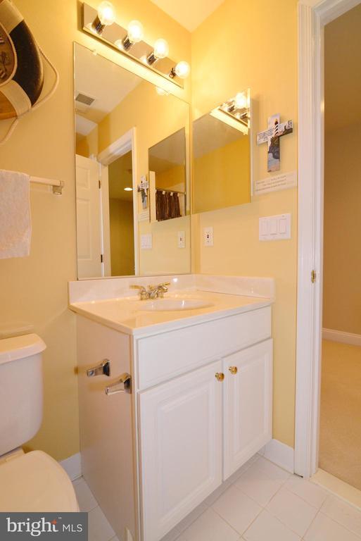 Upper bath - 6507 BOX ELDER LOOP, GAINESVILLE