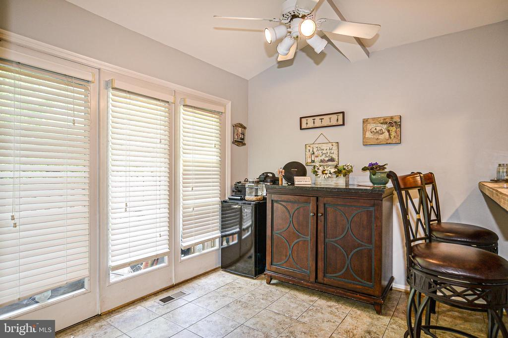 Bright & sunny breakfast area with lifted ceiling - 6510 WESTMORE CT, SPRINGFIELD